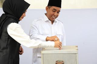 <b>Mencoblos di TPS 10 Tamansari Ampenan, Mori Hanafi Optimis Raup Suara Terbesar</b>