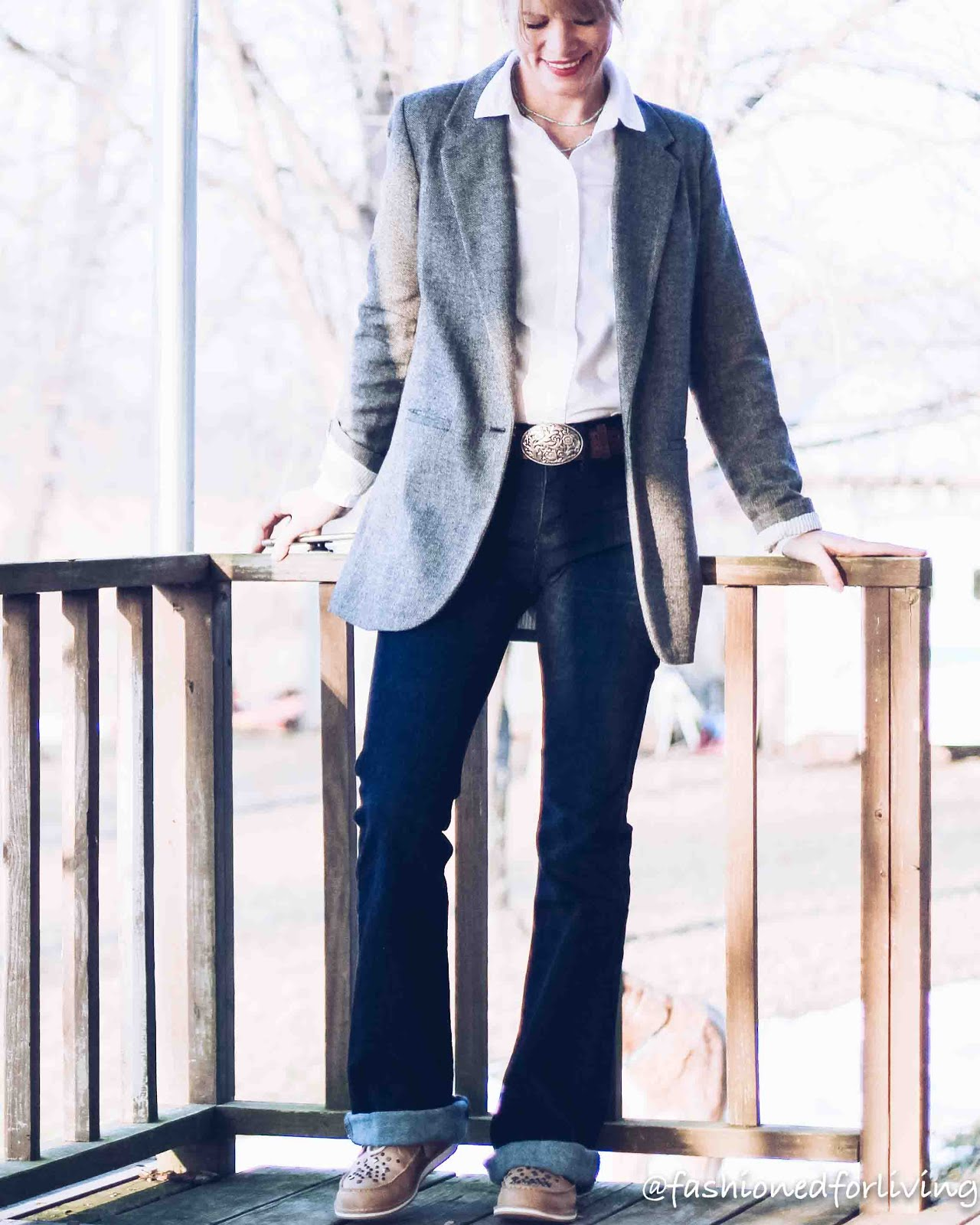 trouser jeans outfit western. cinch jeans. ariat cruisers.