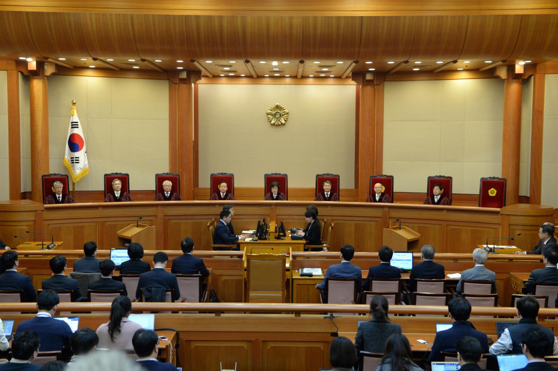 Tribunal Constitucional de Corea del Sur anunciando la destitución de la presidenta Park Geun-hye