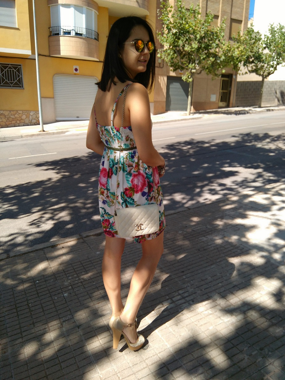 http://zaracabanyes.blogspot.com.es/2016/09/flower-dress-look-333.html