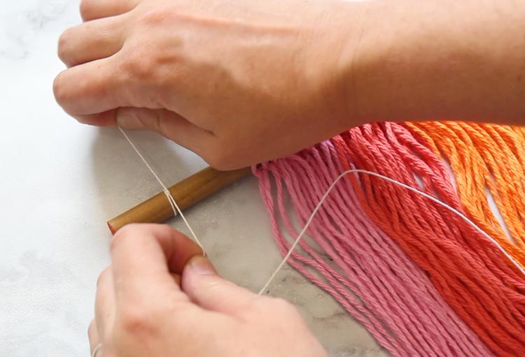 Easy rainbow craft using yarn and paper