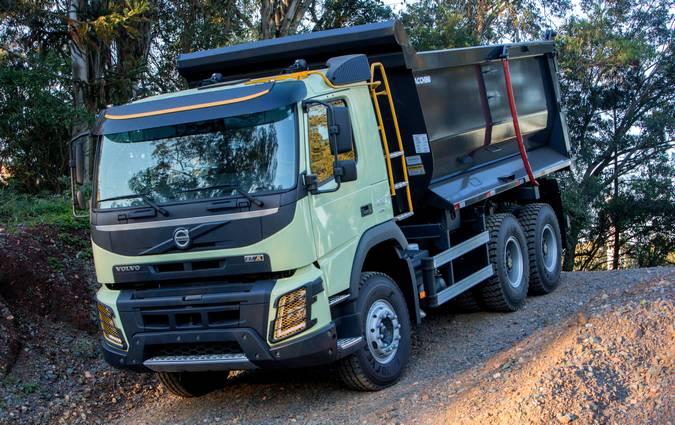 Volvo lança FMX com controle automático da tração dianteira