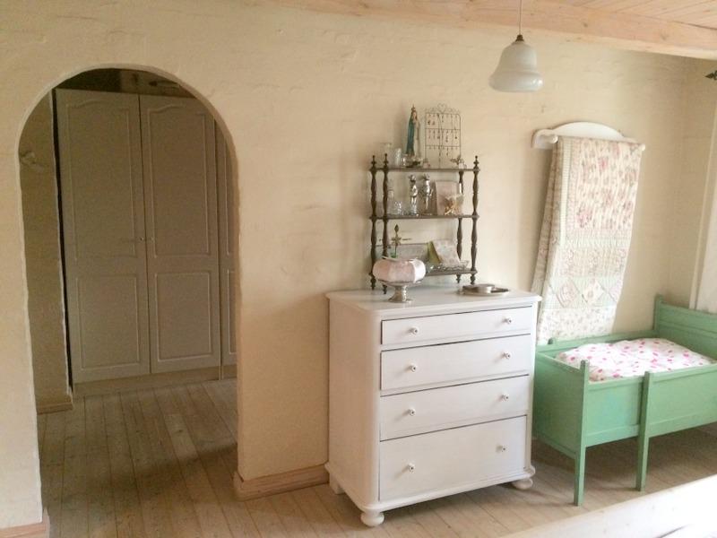 Fru Pedersens have: Vores soveværelse, inden forvandlingen.