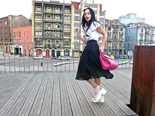 fashion, moda, look, outfit, blog, blogger, walking, penny, lane, streetstyle, style, estilo, trendy, rock, boho, chic, cool, casual, ropa, cloth, garment, inspiration, fashionblogger, art, photo, photograph, Avilés, oviedo, gijón, lady, skirt, falda, track, zapatos, shoes, fujiyama,