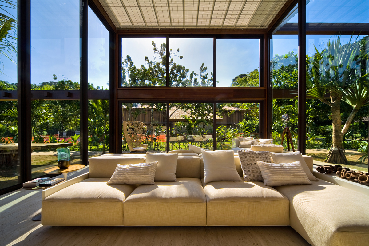 Casa detalles casa laranjeiras for Escaleras de casas de lujo