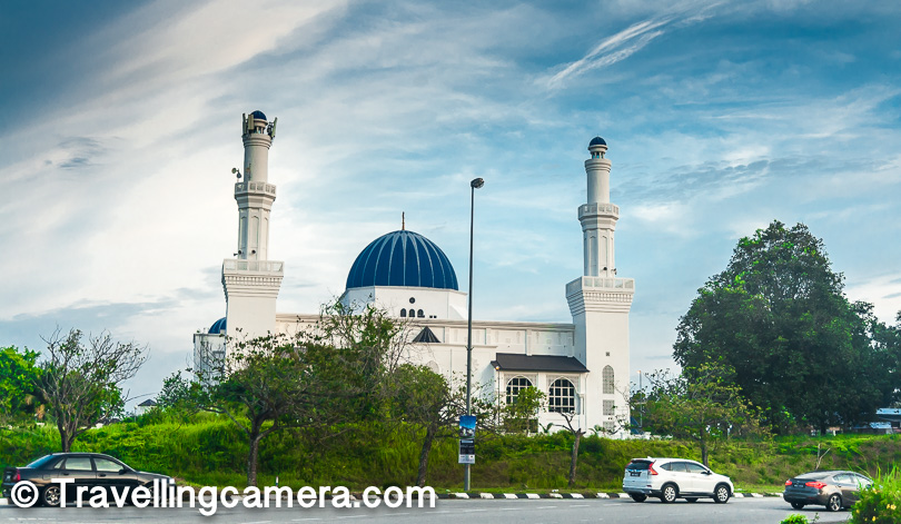 Bonus - Walking around the Kuala lumpur City, especially area around Sultan Abdul Samad Building and the city square will take you closer to the Malaysian culture & lifestyle.