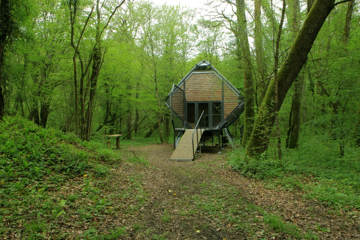 15-Matali-Crasset-Sustainable-and-Low-Impact-Architecture-in-the-Forest-www-designstack-co