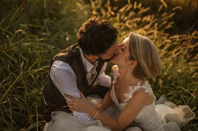 foto sposi fieno