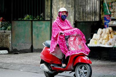 7 Items Wajib Para Pengendara Sepeda Motor di Musim Hujan