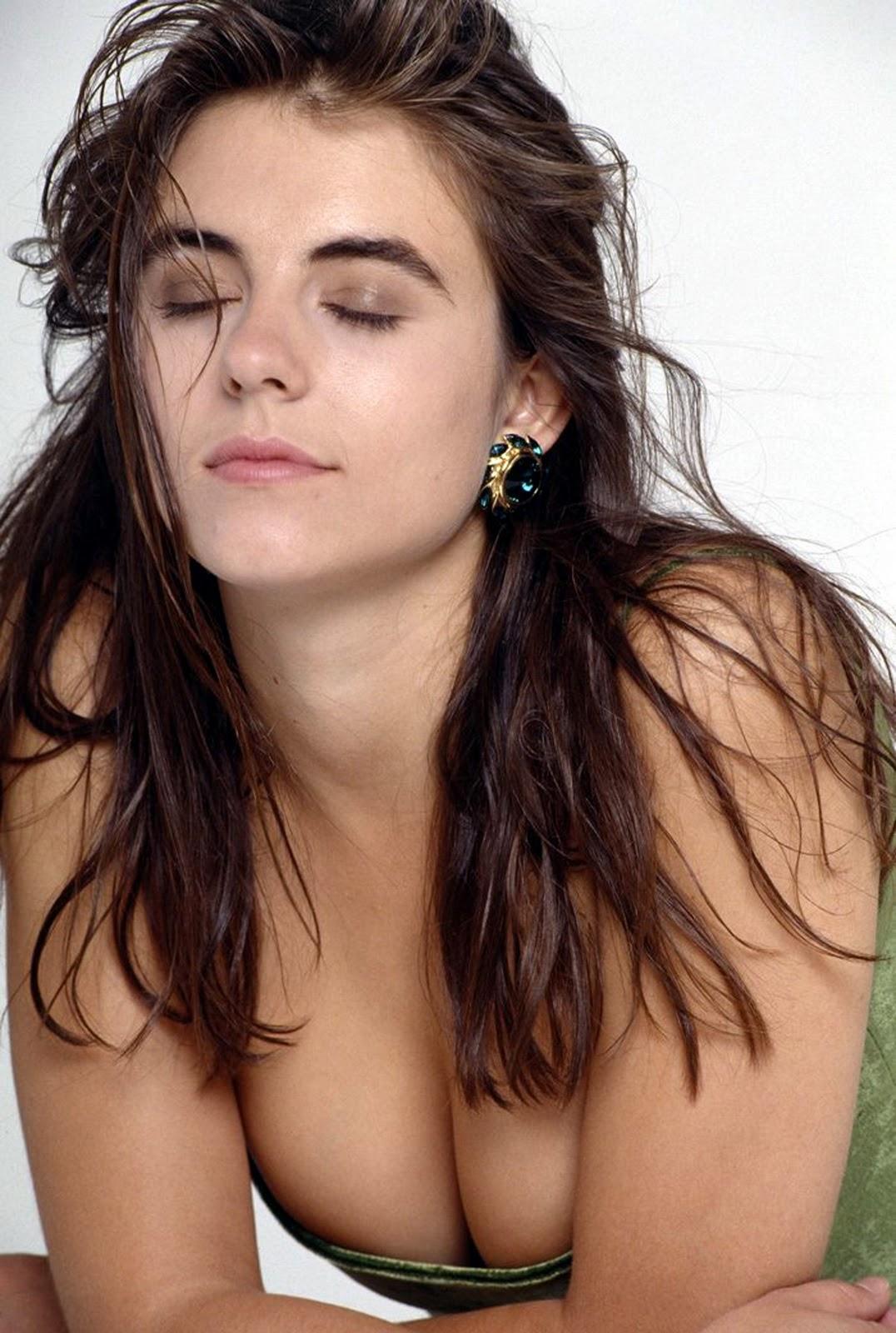 Junge Liz Hurley nackt, Junges Mädchen filmt nackten Babysitter