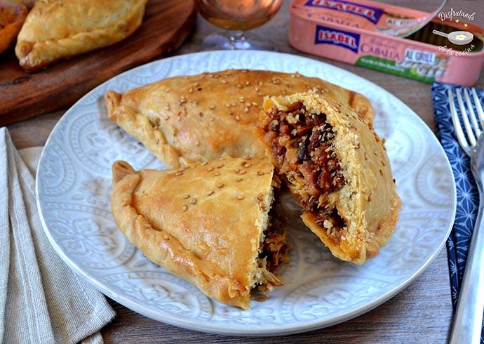 Empanadillas caseras de caballa con chorizo y jamón serrano (Receta fácil)