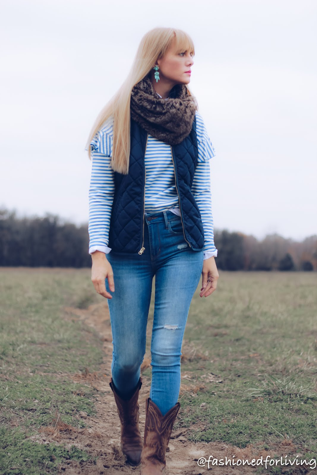 cowgirl boots outfit with skinny jeans