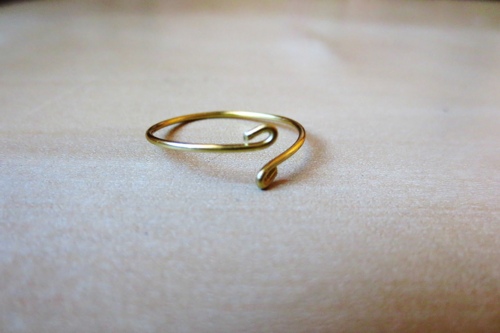 Style Generis: DIY Wire Ring: Delicately Detached