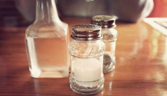 Cara membersihkan plak gigi dengan ramuan cuka