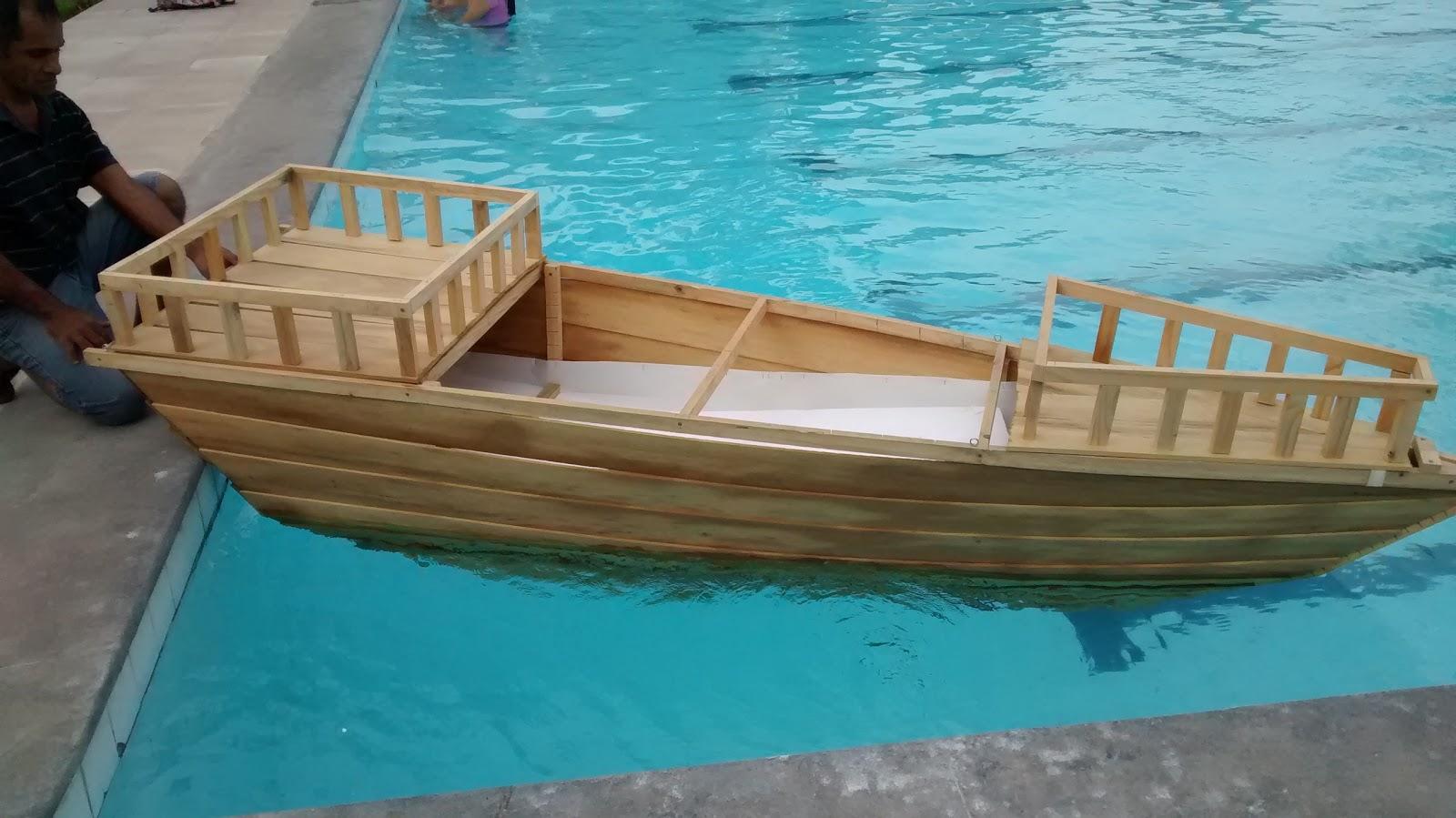 Barco de madera   UNIPark Miraflores