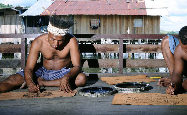 Xvlor.com Khombow is bark painting by Asei Island people on Lake Sentani