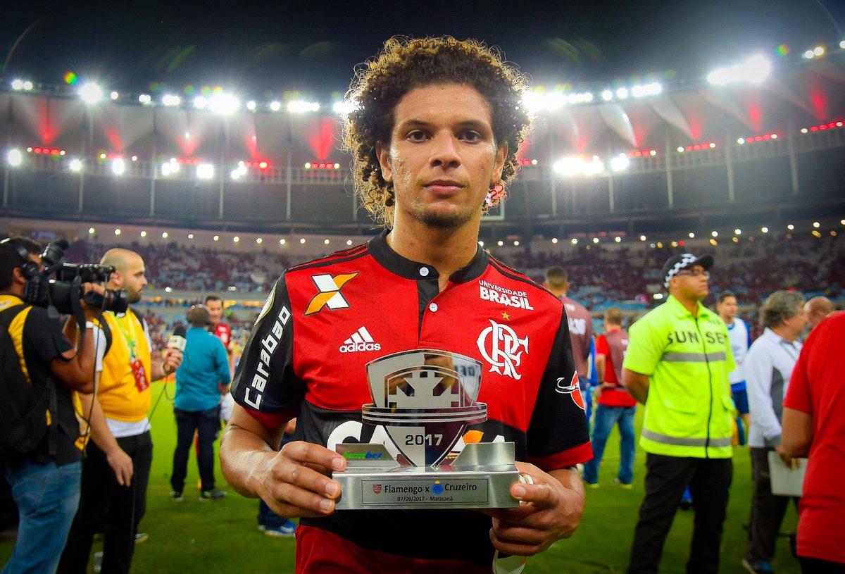 Arão Leva Prêmio De Melhor Em Campo Em Flamengo 1 X 1