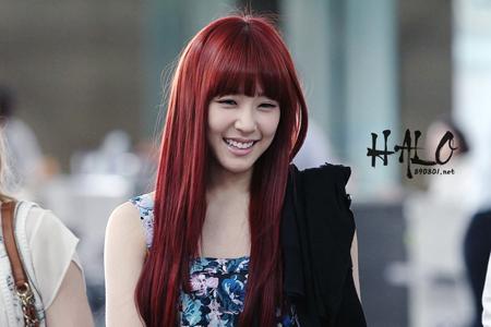 Mái tóc nhuộm nâu đỏ ánh tím