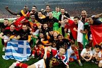 Πήρε το τουρκικό πρωτάθλημα και σήκωσε την ελληνική σημαία ο Μήτρογλου! Επεισόδια στο ντέρμπι τίτλου (photos)