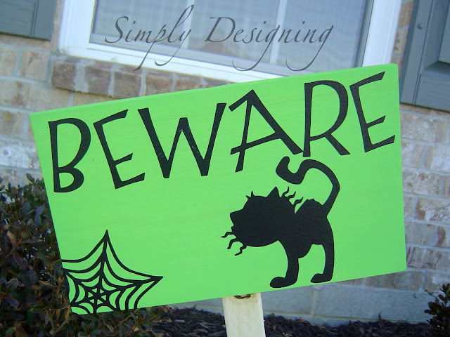 Knock-Off Pottery Barn Halloween Yard Signs #knockoff #halloween #holidays #DIY