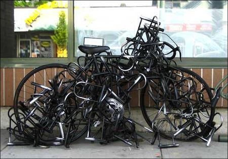 Mengunci sepeda berlebihan