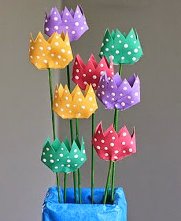http://translate.googleusercontent.com/translate_c?depth=1&hl=es&rurl=translate.google.es&sl=it&tl=es&u=http://spoonful.com/crafts/polka-dot-cardboard-tube-tulips&usg=ALkJrhiHeg_B_WQr0w0fF5RfGgiR93K2Hw