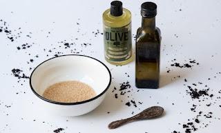 DIY: Το πιο εύκολο scrub με 2 μόνο υλικά