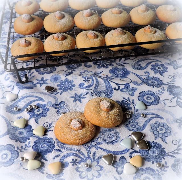 Macadamia Shortbread Cookies