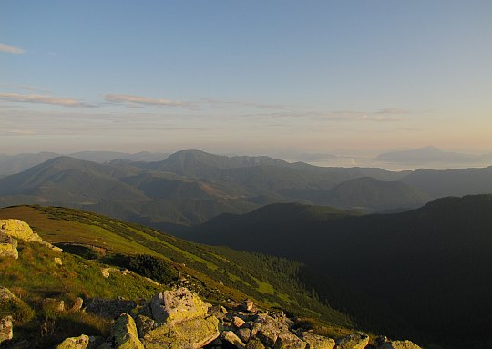 Ďurkova (1750 m n.p.m.) - północno-zachodnia panorama na Masyw Salatynu.