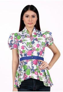 Baju Batik dengan Hiasan Pinggang