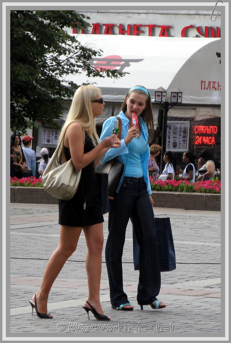 Moscow Girls with ice cream