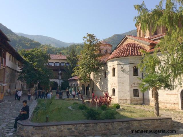 El monasterio de Bachkovo en los montes Ródope, Bulgaria