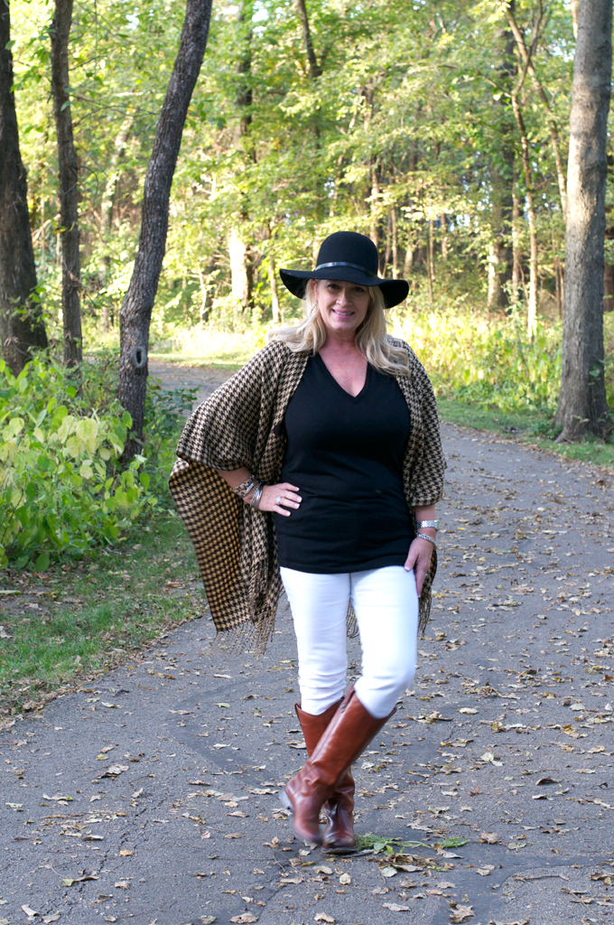 Fall_outfit_with_Houndstooth_Poncho