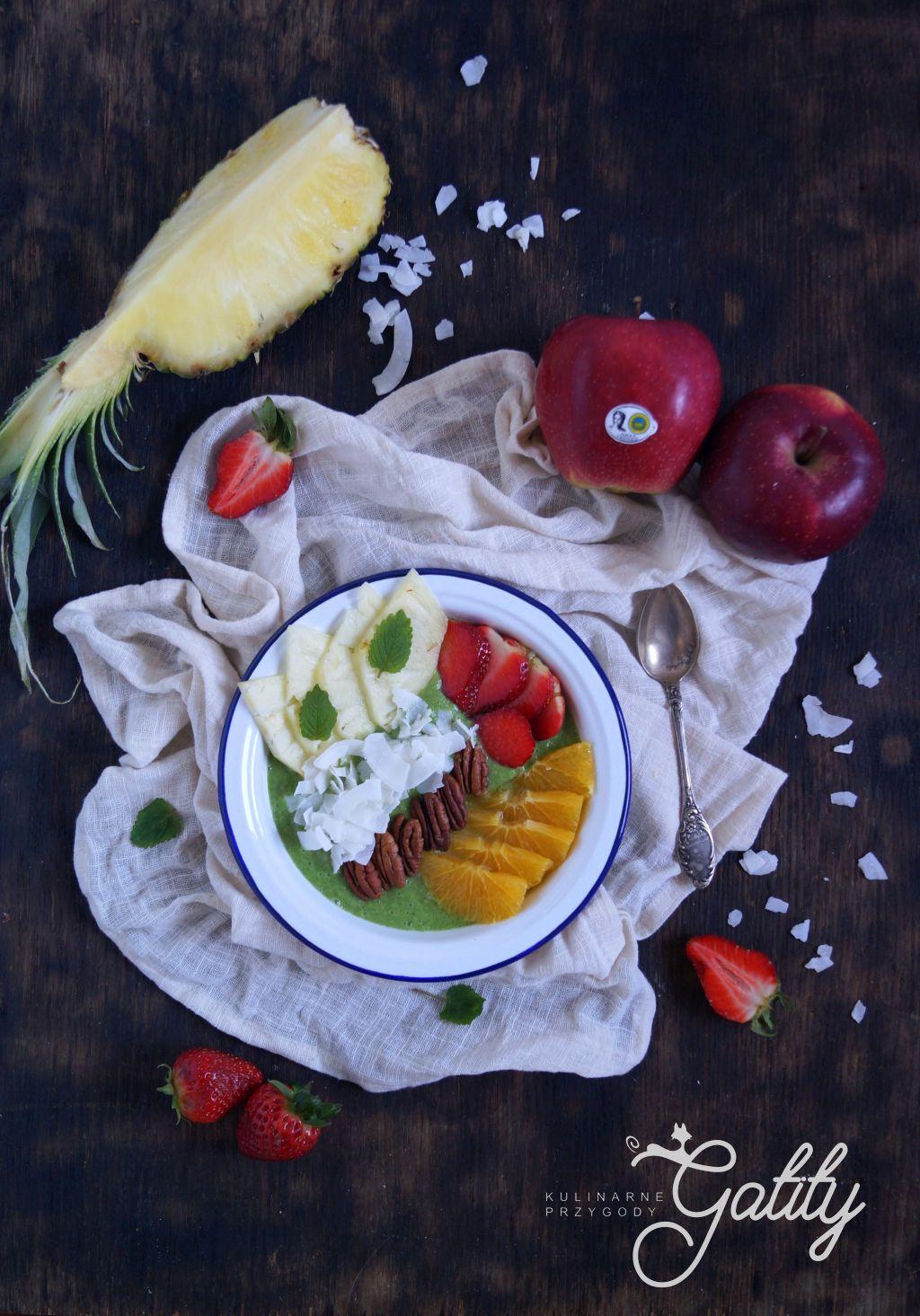 kolorowe-sniadanie-w-bialej-misce