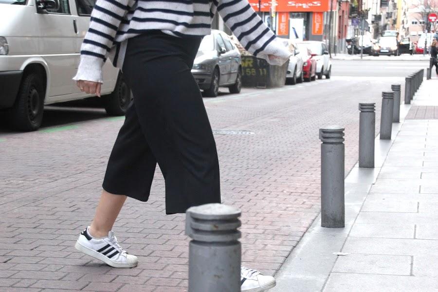 DIY Patrones pantalon culotte midi palazo pantalon-falda. Tutoriales diy ropa mujer y patrones gratis.