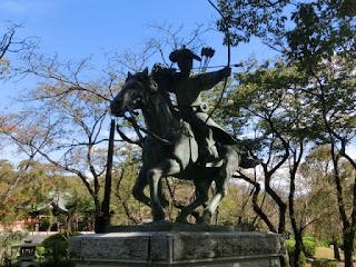 流鏑馬の像