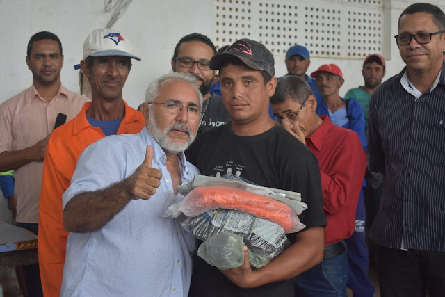 Prefeitura de Delmiro Gouveia entrega equipamentos de proteção aos servidores da Infraestrutura