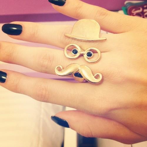 Tendência: Anéis; bigode