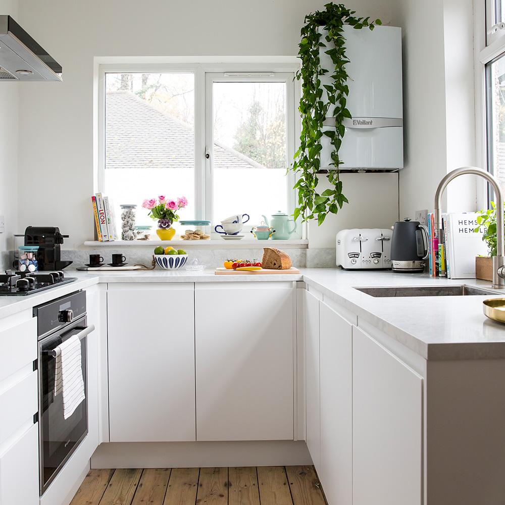 Dapur Pinggan Mangkuk Dan Aksesori Kami Hampir Semuanya Berwarna Cerah Kata Mereka Jadi Berminat Untuk Menciptakan Ruang Yang Agak Neutral