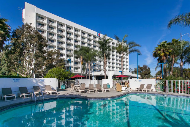 You can feel a little richer in the land of rich and famous when you book your stay with Motel 6 Los Angeles LAX, where you're bound to save more with our discount hotel rooms.