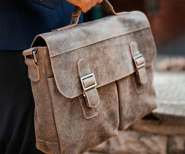 Add some class to your look by toting around your things inside this Tropaeis leather khaki messenger bag. This handmade genuine leather bag comes with ample storage space with room for everything from your books and laptop to your smartphone.
