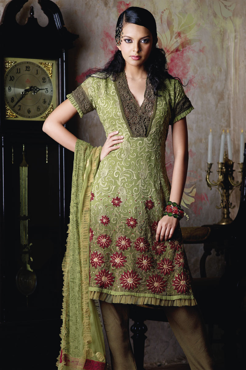 Party Wear Shalwar Kameez Hairstyles Trends
