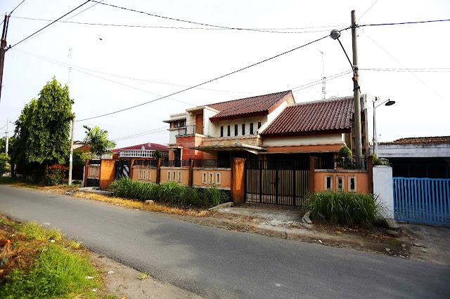 Dijual Rumah Mewah Di Jalan Kemiri II Simpang Limun Medan Sumatera Utara - 0812 8383 8397