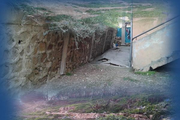 128 عائلة مهددة بالموت بسبب   انهيار جدران الإسناد و انزلاق التربة بأبو الحسن