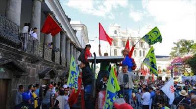 Manifestación en apoyo al presidente ecuatoriano, Rafael Correa, en Quito, capital de Ecuador, 25 de agosto de 2016.