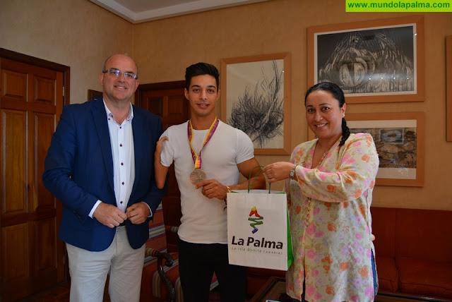 El Cabildo felicita al medallista palmero Carlos Pérez, bronce en el Campeonato de Europa de Atletismo Adaptado
