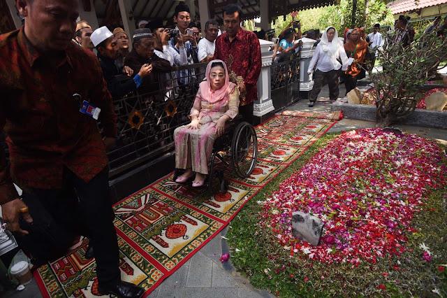 Perjalanan Cinta Gus Dur dan Ibu Sinta Nuriyah
