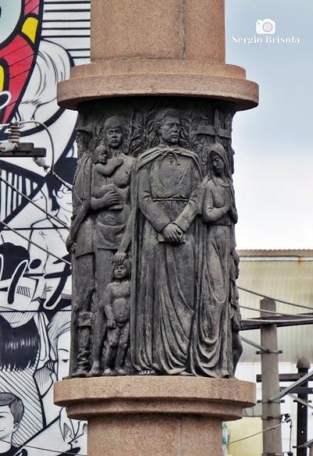 Close-up do Monumento à Aldeia de Nossa Senhora dos Pinheiros - Pinheiros - São Paulo