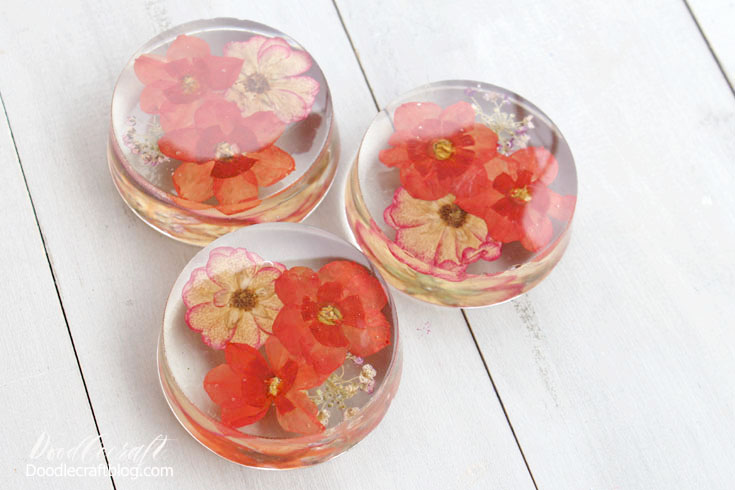 instructions on how to cast pressed flowers in clear resin