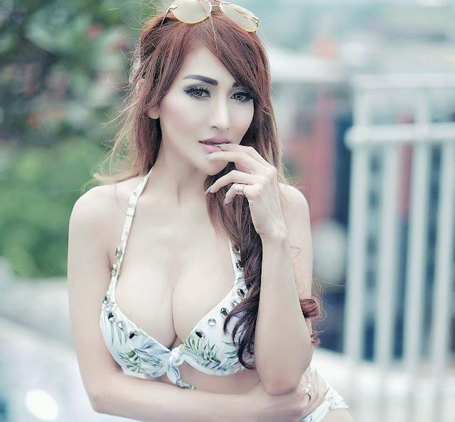Galeri Foto Model Hot Rhere Valentina
